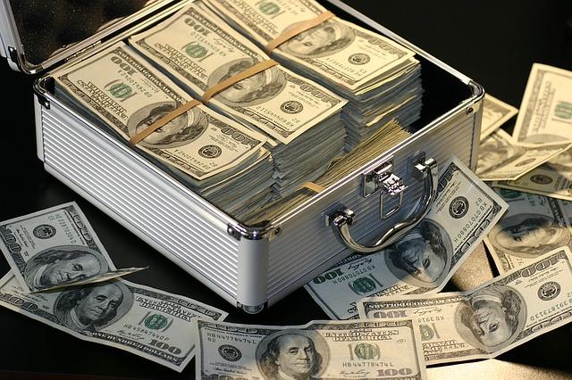 עורך דין נגד יועצי השקעות