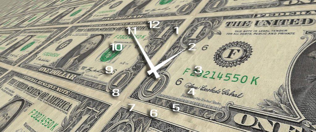 דולרים עם שעון